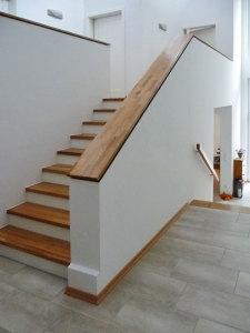 alte betontreppe mit neuen stufen und gelaender belegt tischlerei wolff aus heeslingen. Black Bedroom Furniture Sets. Home Design Ideas