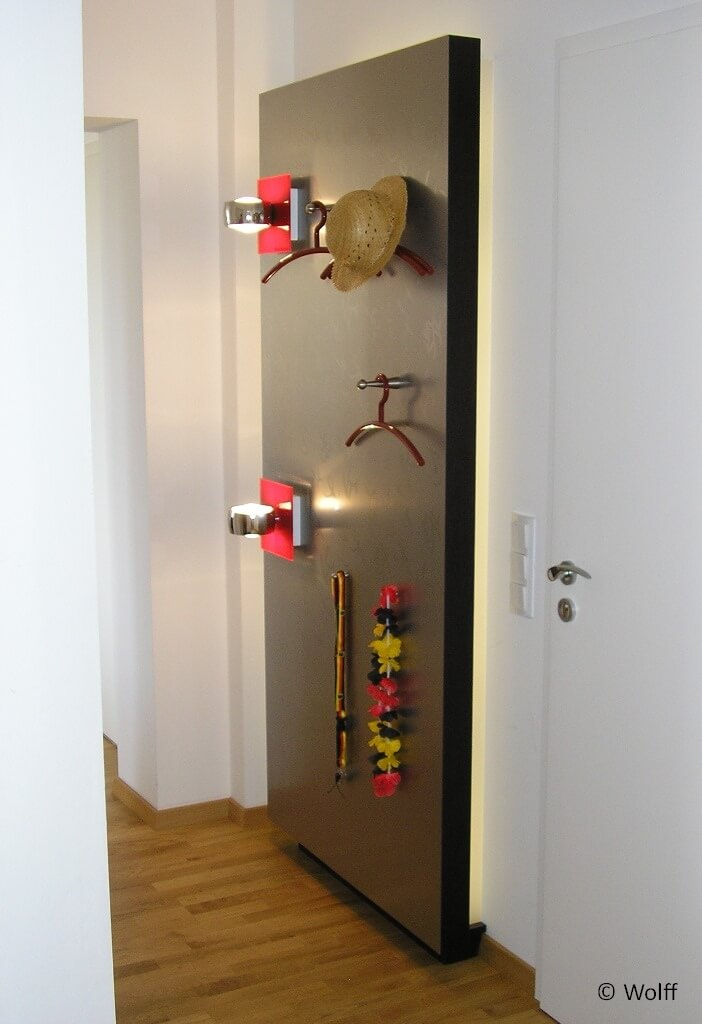 wandpaneel mit beleuchtung als garderobe tischlerei wolff aus heeslingen. Black Bedroom Furniture Sets. Home Design Ideas