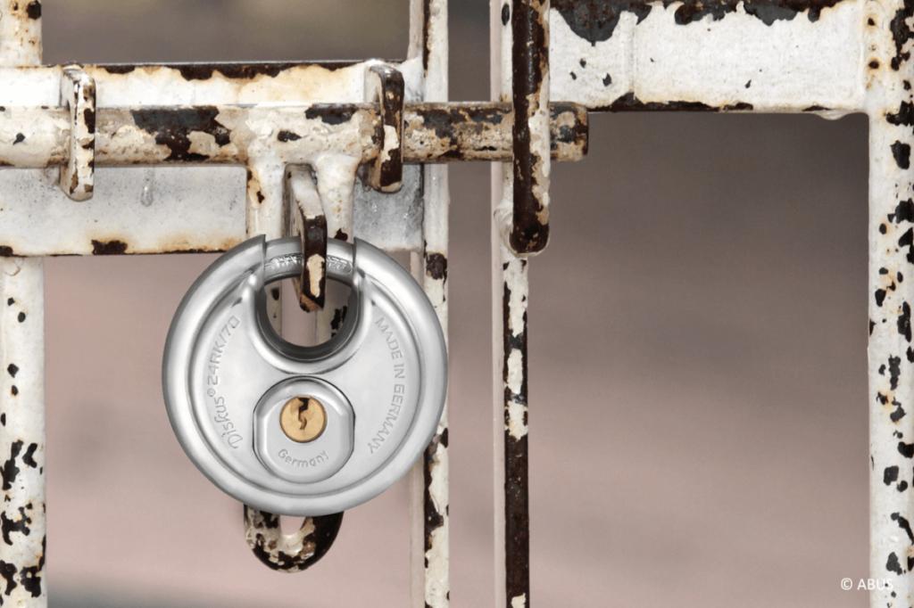 sicherheitstechnik-fuer-ihr-zuhause-tischlerei-heeslingen-fachgerecht-montiert